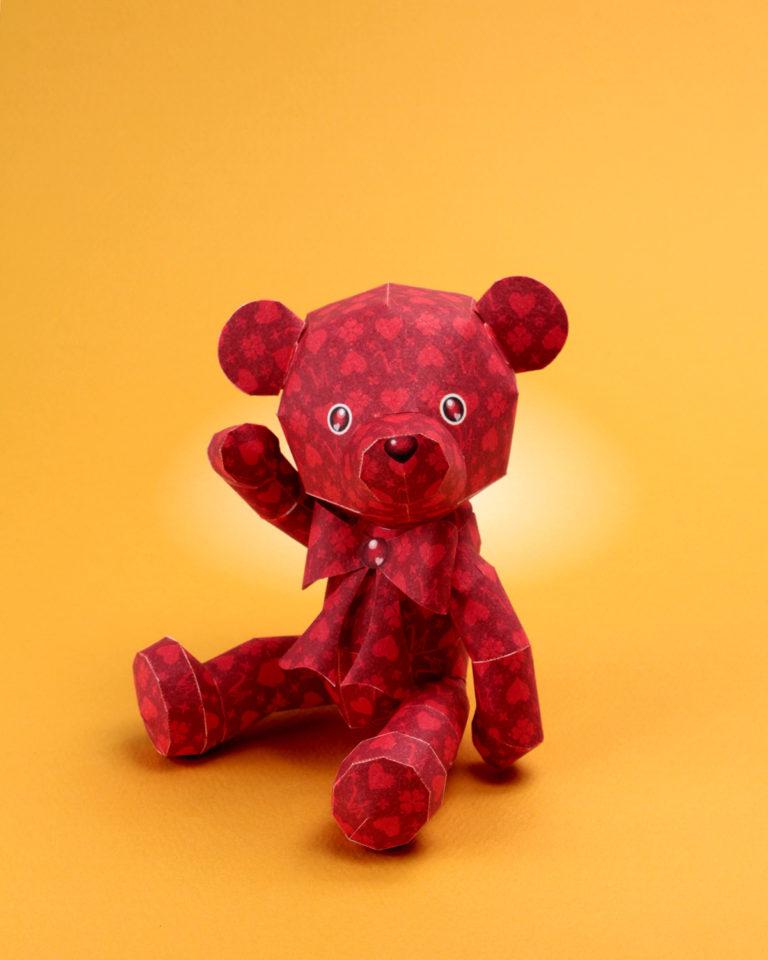 「バレンタインデー」のノベルティグッズ。テディベア(クマのぬいぐるみ)のペーパークラフト。楽しいペーパークラフトを作りましょう。